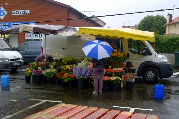 цветочный рынок в французской деревне