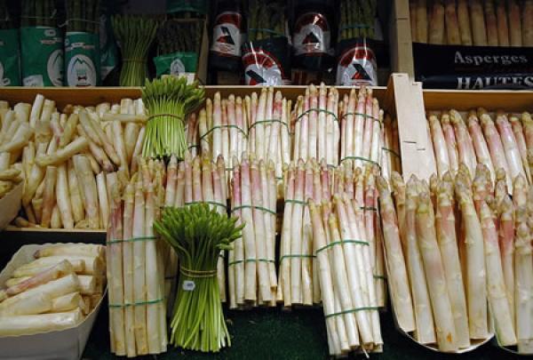 Blanche, violette ou verte, l'asperge est un délice de printemps à ne pas manquer !