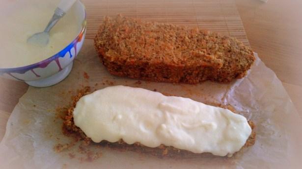 ННамазать торт масляным кремом, дать затвердеть в холодильнике.