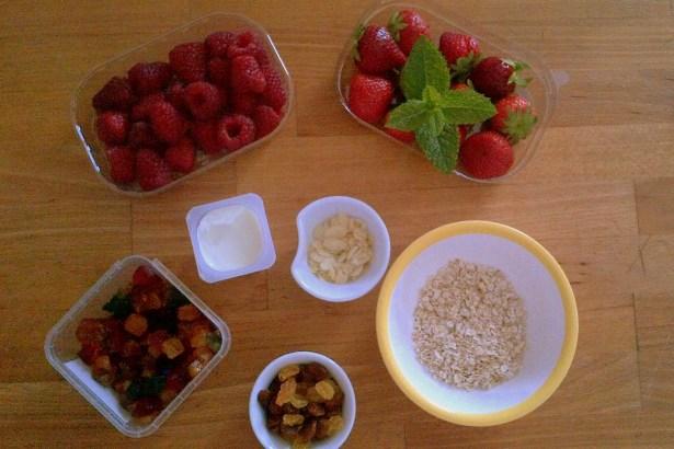 Ингредиенты на приготовление и украшение двух разных варианта одного блюда.