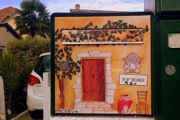 В Южной Франции можно встретить вручную расписаные красками почтовые ящики хозяев домов...