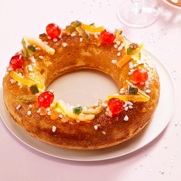 На юго-западе Франции традиционно готовят не лепёшку, а пирог – бриошь в виде короны. Brioche des rois © Daniel Mettoudi / Cedus