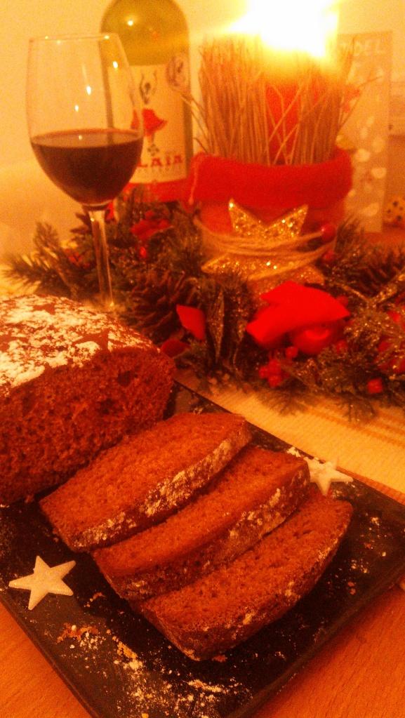 Pain d'épices (пэн д'эпис) —  французский пряный хлеб (кекс) — подходящий новогодний (рождественский) десерт для правильного завершения праздничного ужина.