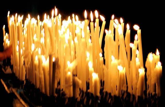 Proverbes de la Chandeleur  : Si la chandelle est belle et claire, nous avons l'hiver derrière. (Если свеча красива и ясна,  значит пришла назад зима.) Chandeleur sans chaleur, crêpes sans odeur. (Сретение без тепла, как блины без запаха.)