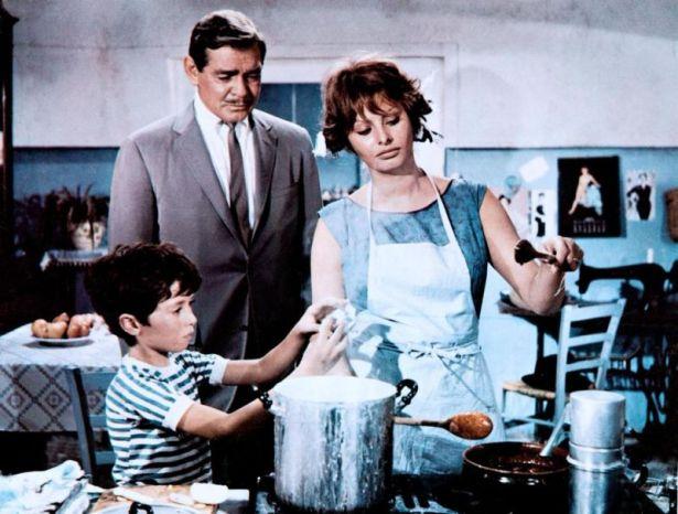 «Это началось в Неаполе» (англ. It Started in Naples) — романтическая комедия 1960 года. В ролях: Кларк Гейбл — Майкл Гамильтон, Софи Лорен — Лючия Курчо.