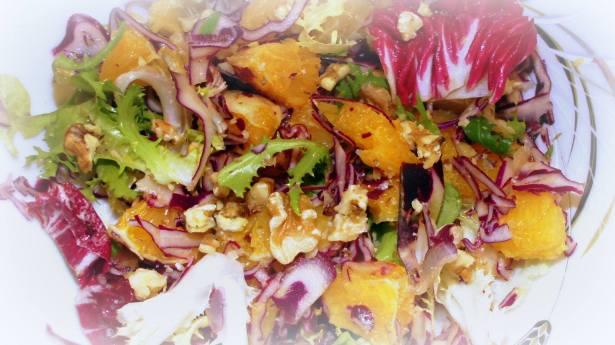 Лёгкий и необычный салат, благодаря сочетанию цитрусовых, капусты и ароматного масла грецкого ореха!