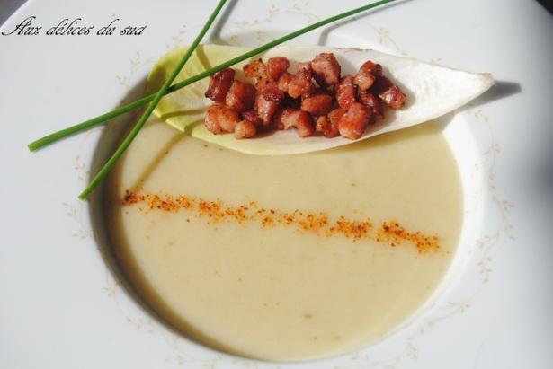 Velouté от французского прилагательного велюровый, означает бархатистый. Veloute - тонко протертый кремообразный суп, который чаще всего приготовляется из овощей с небольшим содержанием воды.